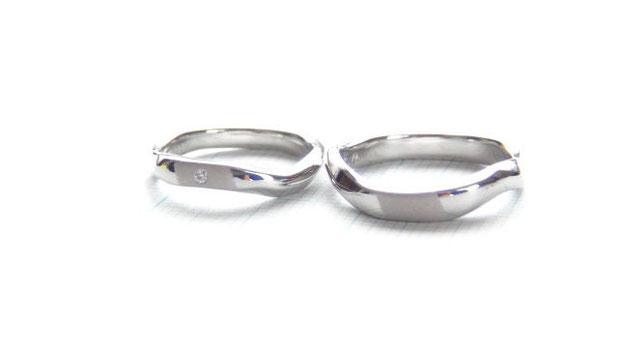 Pt900手作り結婚指輪「やさしい波のライン」
