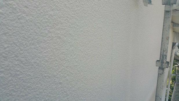大垣市、養老町、上石津町、輪之内町、安八町、神戸町、垂井町、瑞穂市、池田町で外壁塗装工事中の外壁塗装工事専門店。大垣市稲葉北で外壁塗装工事/中塗り作業中
