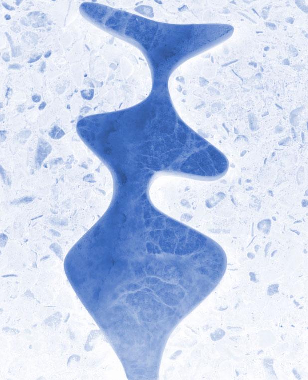 Heidrun Feistner: Le coq est mort - 3 / Alabaster blau / Foto HF