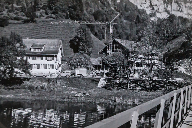 Alter und neuer Rhodannenberg in der Übergangszeit       Foto: Jakob Kubli