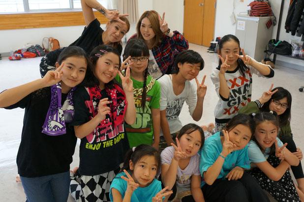 先生方、初級&中級クラスでパチリ!ふみちゃん、また一緒に踊ろうね!