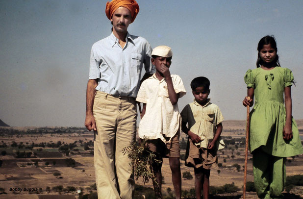 Michael Le Page with young local children at Seclusion Hill, India. Courtesy pf Bobby Buggia