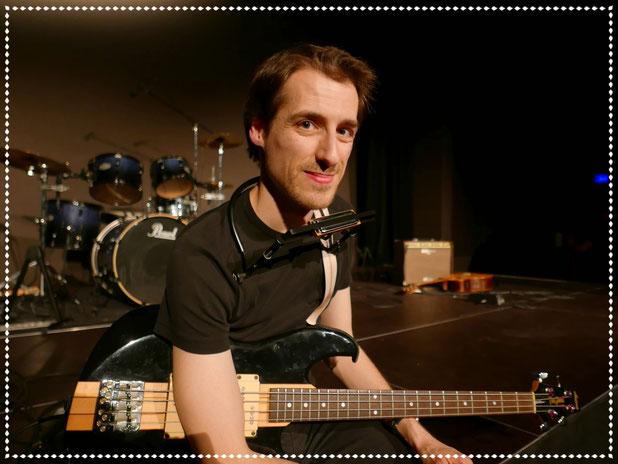 Laurent - Basse, chant, harmonica, guitare