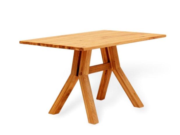 Esstisch aus Eiche mit modernem design
