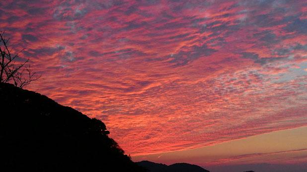 福岡県糸島市、神社から見た冬の夕焼け Magnificent sunset in Fukuoka