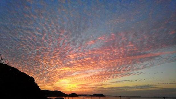 夕日に照らされた秋雲(福岡県糸島市) Fantastic sunset in Itoshima, Fukuoka