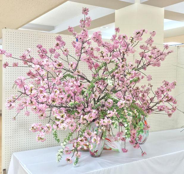 家元 岩淵成方作品 花材:河津桜、こでまり