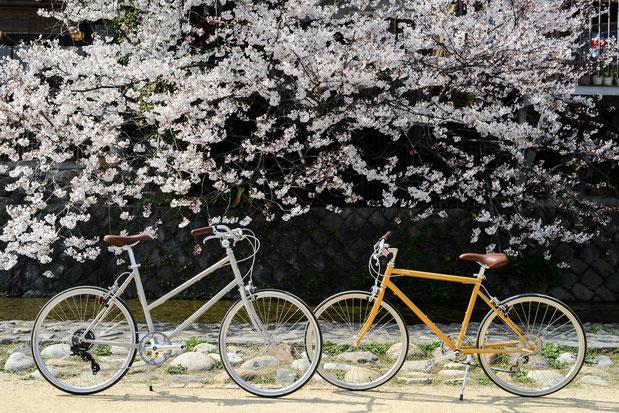 左:tokyobike BISOU26 アイボリー    右:tokyobike26 マスタード