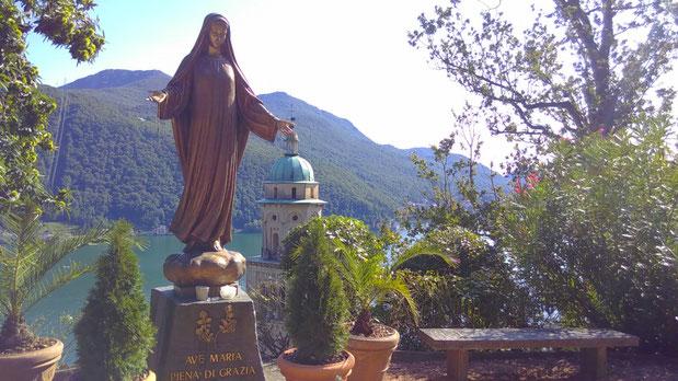 Die Jungfrau Maria begrüßt mich mit offenen Armen