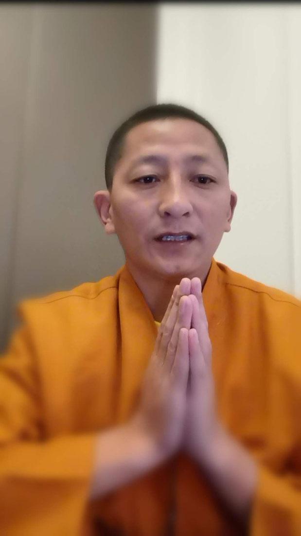 """Gyalwai Nyugu Rinpoché chante """"Appel au Guru"""""""