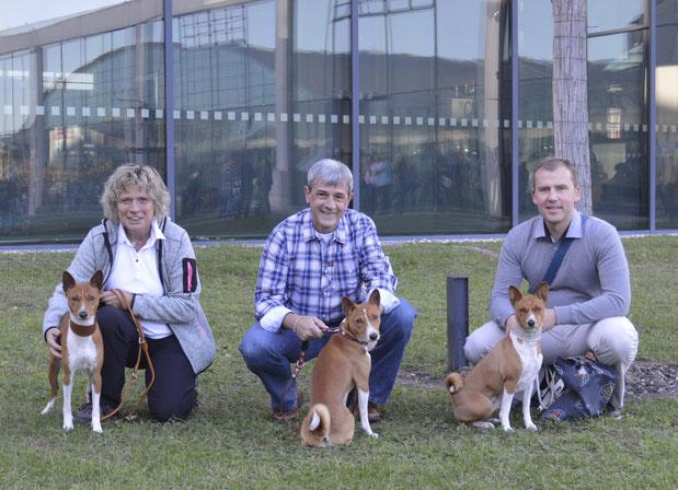 links Anke mit Akani, mitte Thomas mit Manni und rechts Tobias nit Imani