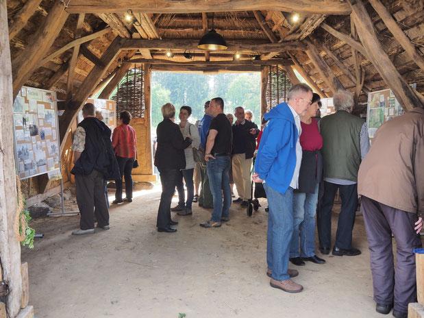 Auf großes Interesse stieß die Fotoausstellung über den Wandel der Landwirtschaft im Landkreis Rotenburg