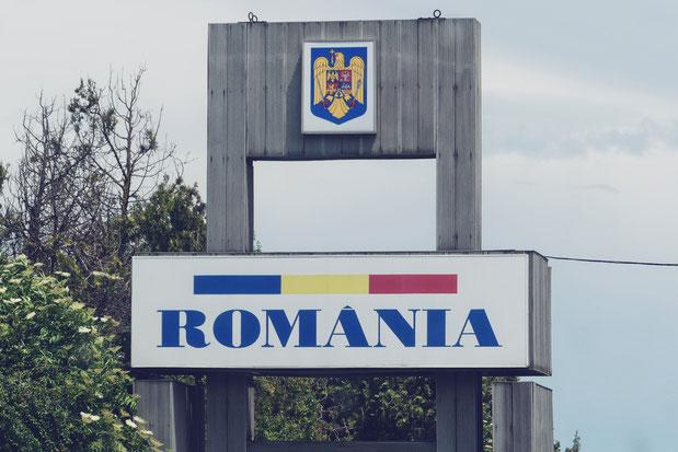 bigousteppes balkans roumanie route frontière drapeau panneau romania