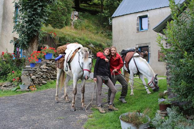 Direction les Pyrénées après une pose à Sarbonnel des cavalières du pays Basque.