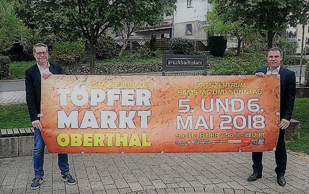 links:Axel Haab vom Handwerker- und Gewerbeverein mit Bürgermeister Stephan Rausch