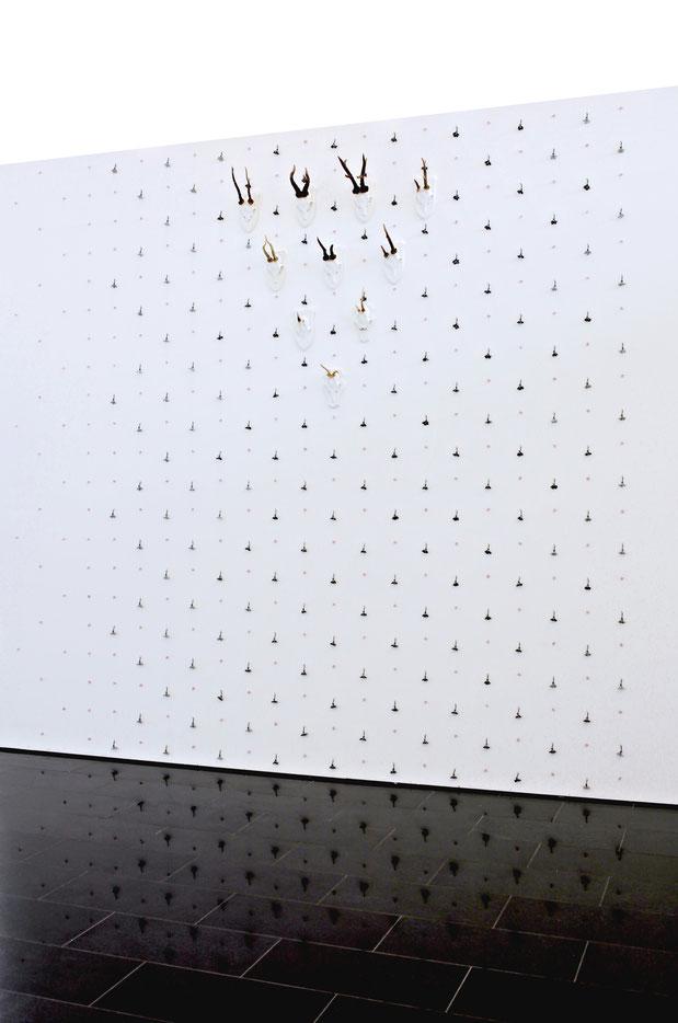 VOGELBAUM2021   Ton, MDF, Stahl   14-teilig   217 × 38 × 38 cm