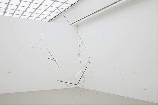 CONDITIONER III | 2013 | Schleuderstangen, Vorhangstangen, gefundenes Material | Vom Hier und Jetzt, Kunstverein Hannover | 470 × 320 × 170 cm