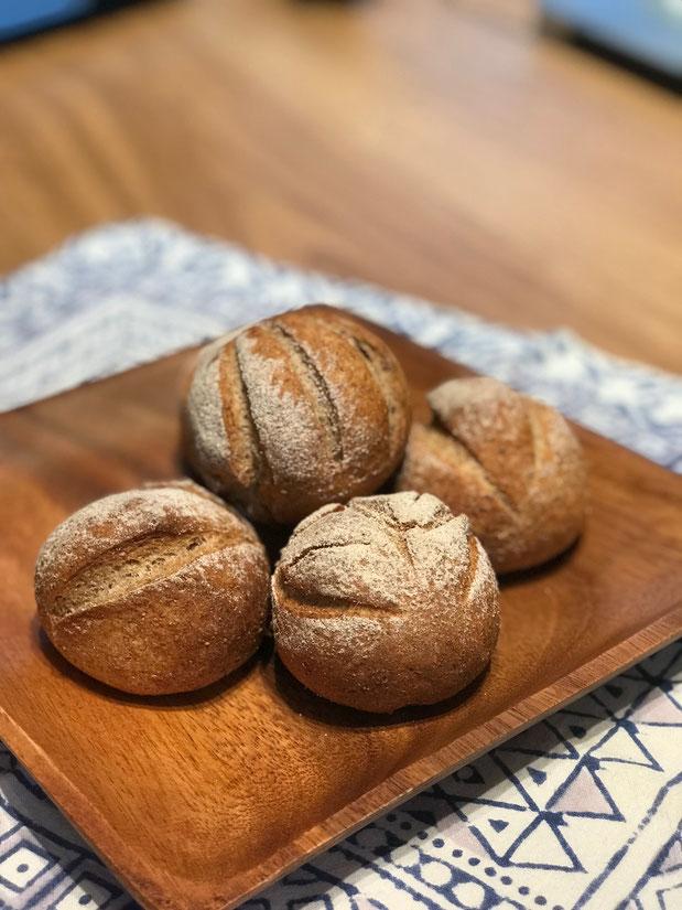 ロッゲンブロートヒェン(Roggen Brötchen) - パンと和菓子の教室 MANA Belle World ( マナベルワールド )