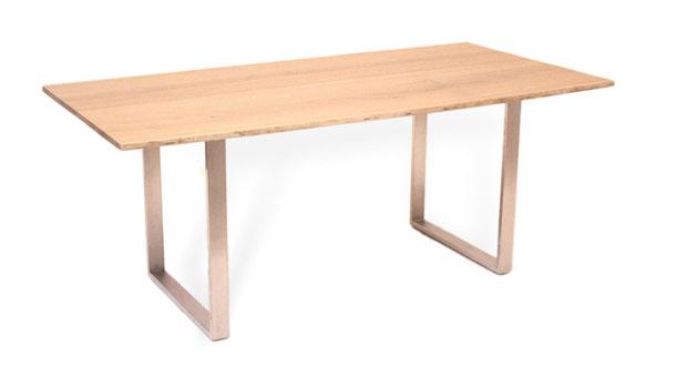 Baumtisch mit Baumkante aus Eiche mit Edelstahl Beinen