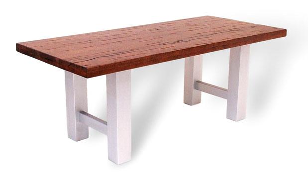 Designertisch aus Sumpfeiche mit Old English Oberfläche. Schöner, großer Esstisch aus Massivholz