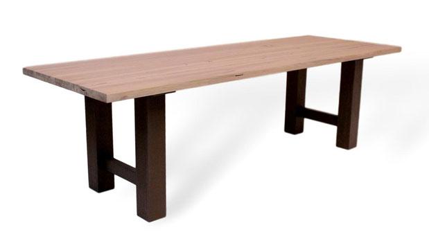 Designertisch aus massiver Esche, Altholz. Helles Holz