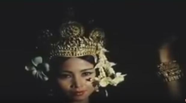 """1966. S.A.R LA PRINCESSE BUPPHA DEVI . Danseuse étoile du Corps de Ballet Royal. """" APSARA """""""