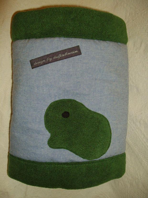 Jeans hellblau, Fleece dunkelgrün (Zuhause gefunden)