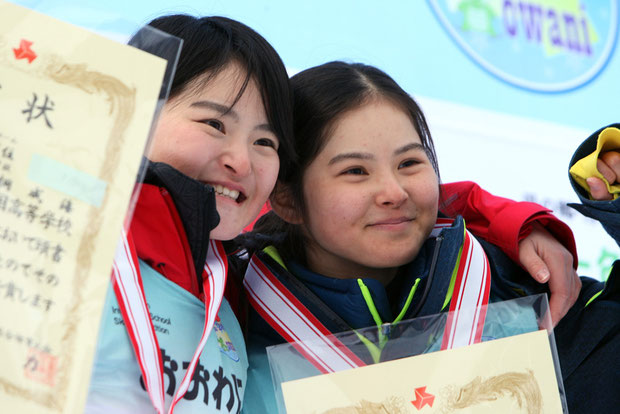 喜びの片桐姉妹(左・成海 右・麻海)