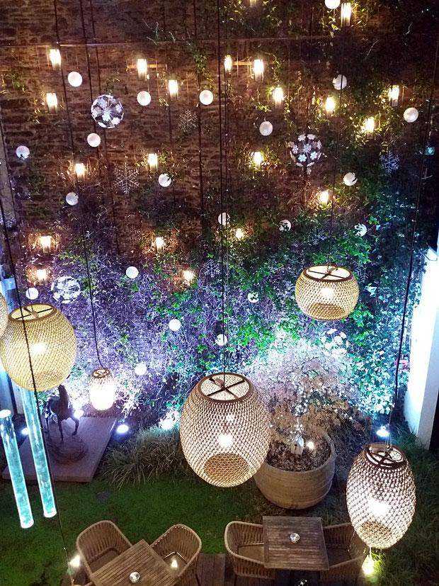 Hôtel Balthazar à Rennes, lanternes, déco, patio, végétaux