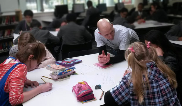 Dave Cousins discusses story ideas with students at Skinners' Academy