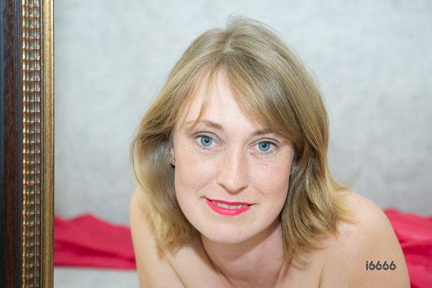 Portrait 2021, Portrait, im Rahmen, blue eyes,