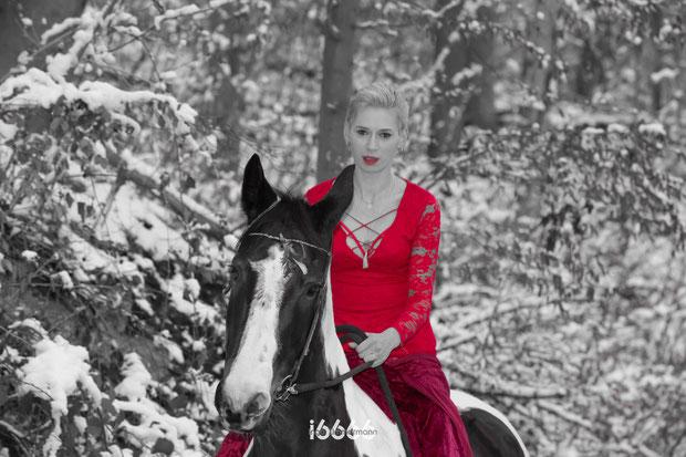 Ausritt, Reiterin, Schnee