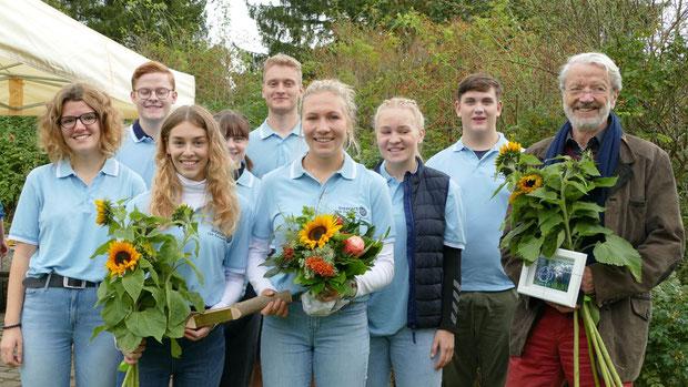 Amélie Steensen dankte in Anwesenheit einiger Interact-Mitglieder dem Rotarier Dr. Frank Sonntag, der die Arbeit der Jugend-Organisation als Mentor unterstützt