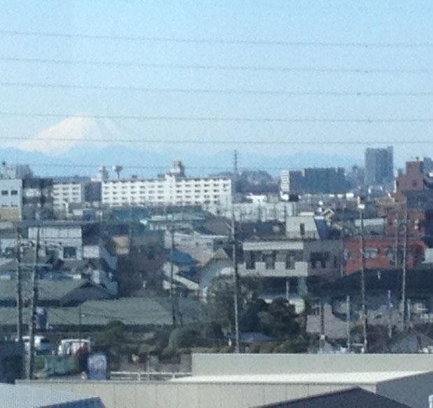 舎人ライナーから見える富士山