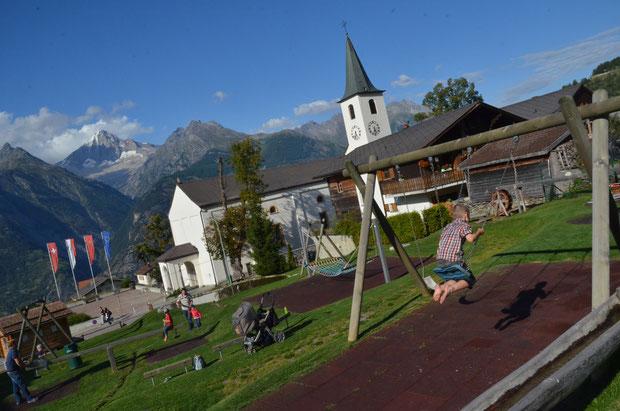 Speelplaats, Wandelen, Bergen, vakantie, Zwitserland, Wallis, Kerk, schommel,