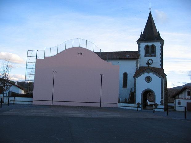 L'église et le Fronton