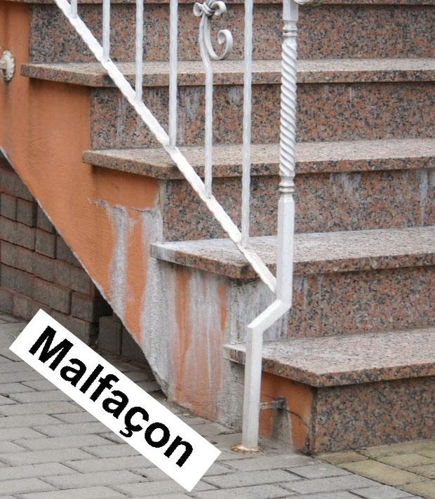 Photo I : Aperçu de malfaçon, efflorescence de carbonate de calcium sur un escalier avec revêtement en granit