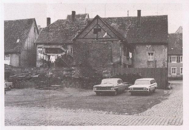 1950,  Ansicht von der Kirchstrasse aus. Die beiden hinteren Häuser sind bereits abgerissen. Bild: Kurt Close