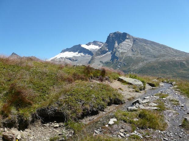 Monte Leone (Hintergrund) und Hübschhorn (Vordergrund)