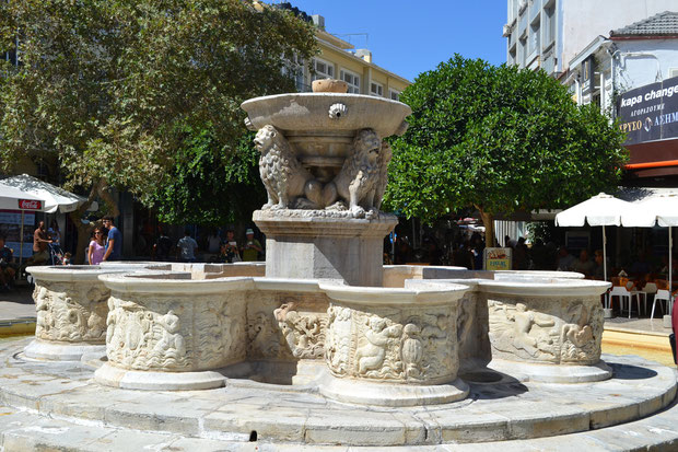 Фонтан Морозини, расположен в Ираклионе, в центре площади Венизелоса