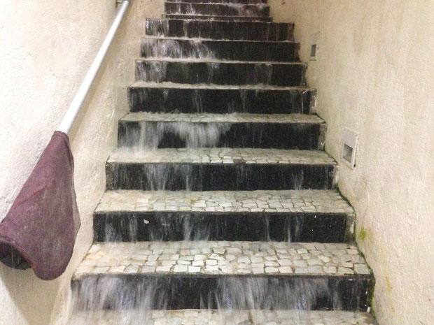 Treppe zum Kiosk Klo