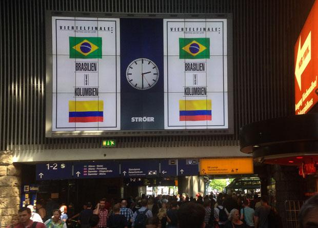 Anzeigetafel im Hamburger Hauptbahnhof