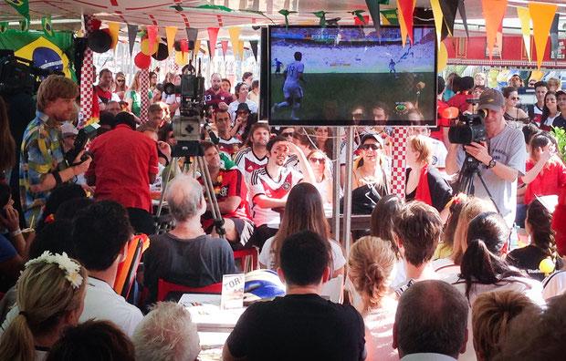 Der ZDF-Kameramann filmt deutsche Fans