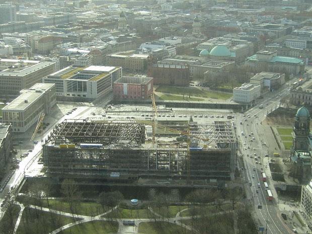 der abrissfortgang im februar 2007 vom fernsehturm aus gesehen (quelle: wikipedia)