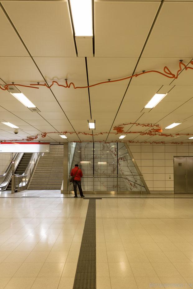 düsseldorf, u-bahn, station, u-bahnhof, kirchplatz, wehrhahnlinie, langzeitbelichtung, fotolocation, regen