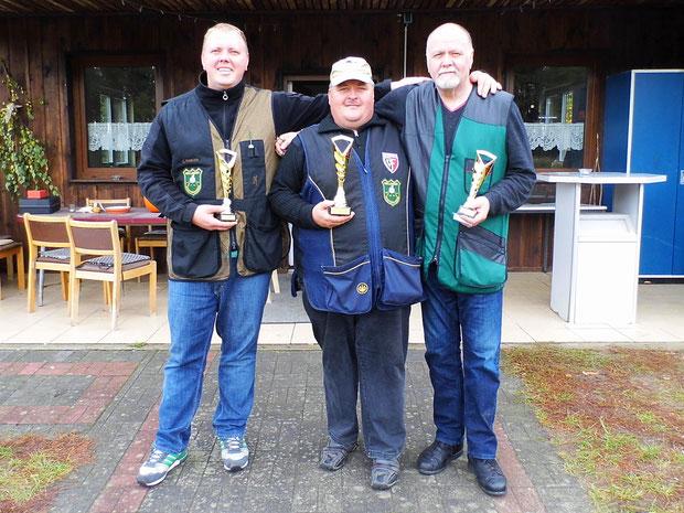 Pokalgewinner der VM Trap 2016 von links: Steffen Fröhlich 2.Platz, Andreas Pietz 1.Platz und Werner Fröhlich 3.Platz