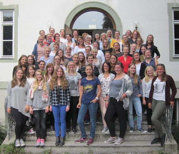 Schulgemeinschaft im September 2016 (in BB)