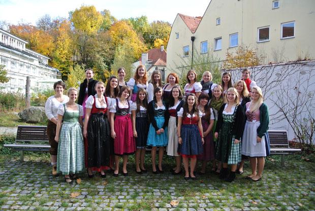 Schuljahr 2013/14  Kurs 1 (Bosi) der Fachakademie am Jubiläumstag 24.10.2013