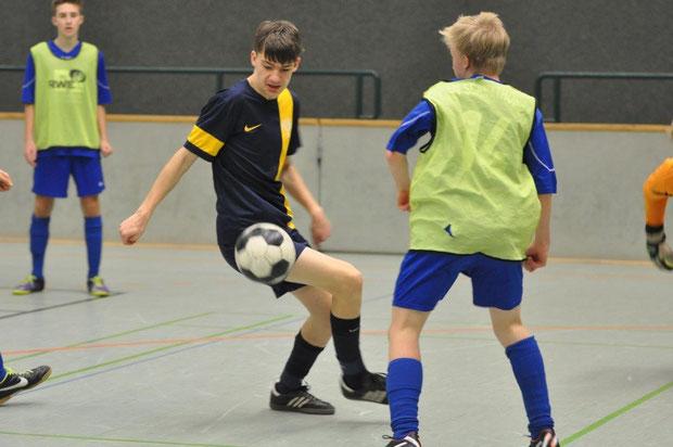 Verdienter Sieger: Die Spieler des FCR Bramsche beherrschten Ball und Gegner. Schnathorst überraschte mit dem Finaleinzug.