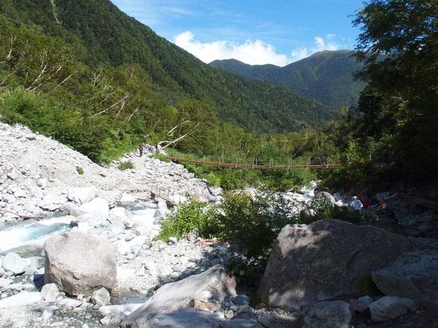 涸沢途中の本谷橋:ここまではおおむね順調でした。